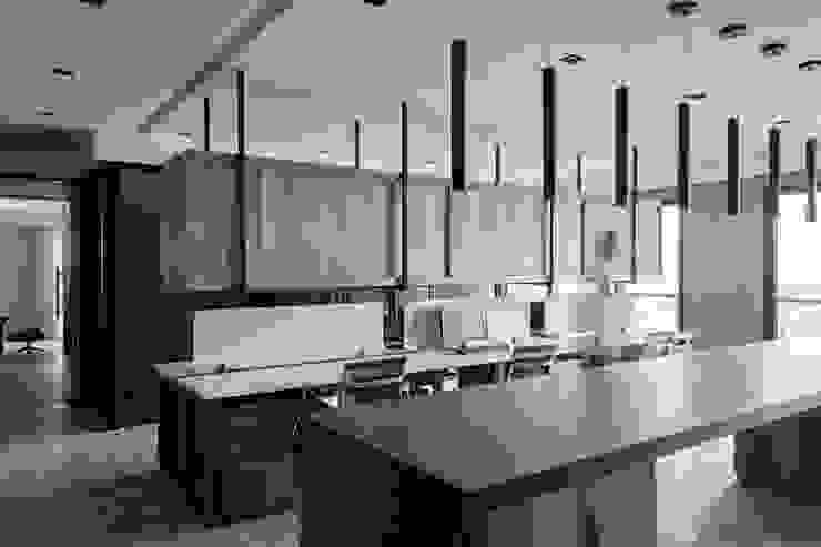 辦公區 根據 大企國際空間設計有限公司 現代風