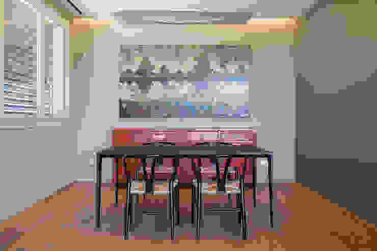 Sala da pranzo Sala da pranzo moderna di Essestudioarch Moderno