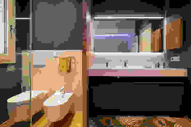 Servizi e mobile bagno padronale Bagno moderno di Essestudioarch Moderno