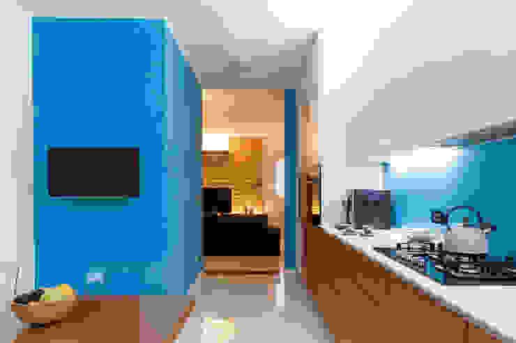 Kitchen & Living - Semi open space ARCHMMstudio Cucina in stile mediterraneo Blu