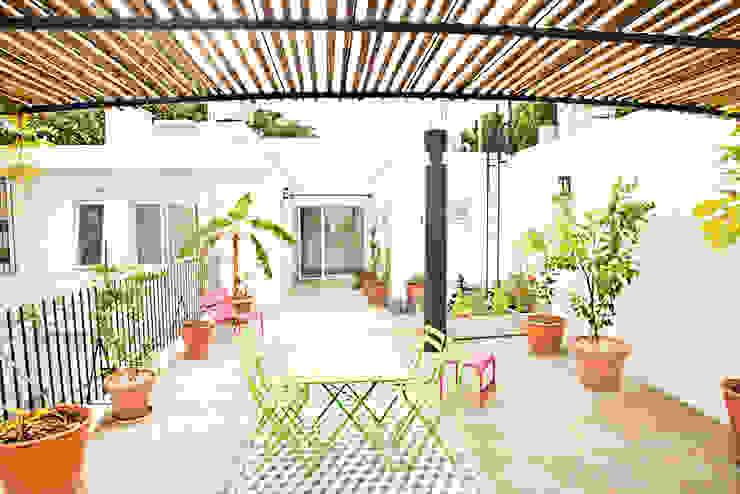 Reforma de una Casa Balcones y terrazas modernos: Ideas, imágenes y decoración de Ba75 Atelier de Arquitectura Moderno