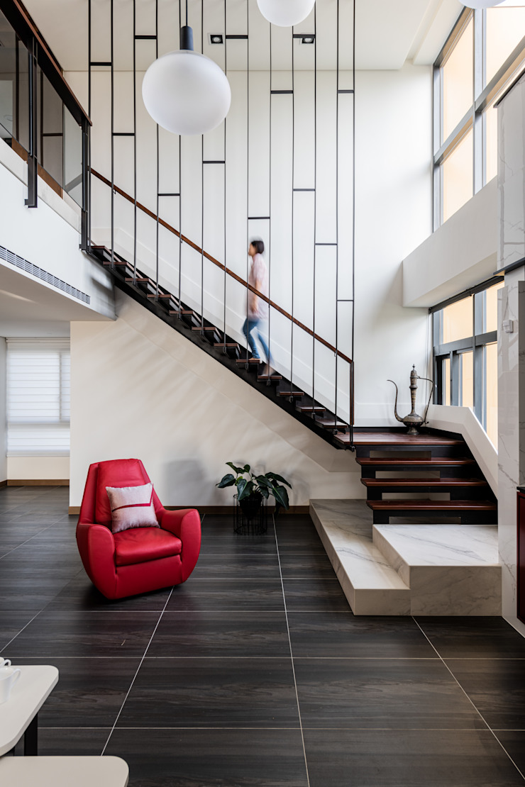 串連•流動 现代客厅設計點子、靈感 & 圖片 根據 李嵩興建築師事務所 現代風 金屬