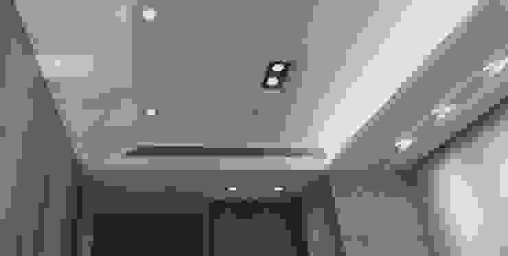 【品茉作品:暮色晨光】 隨意取材風玄關、階梯與走廊 根據 品茉空間設計(夏川設計) 隨意取材風