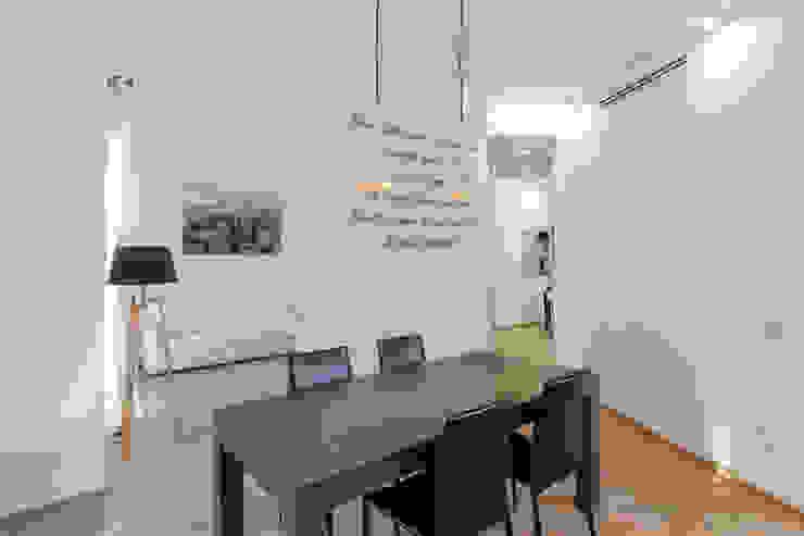 Casa <q>IP</q> interni prospettici MAMESTUDIO Sala da pranzo moderna