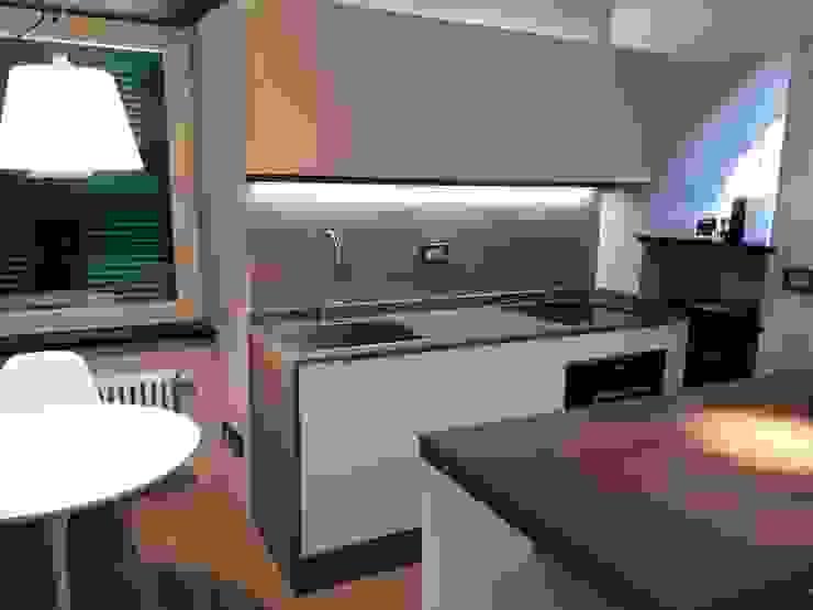 angolo cottura Miria Uras architettura & design Cucina piccola Legno Beige