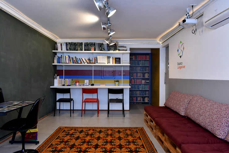 Enzo Sobocinski Arquitetura & Interiores Eclectic style study/office Iron/Steel Multicolored