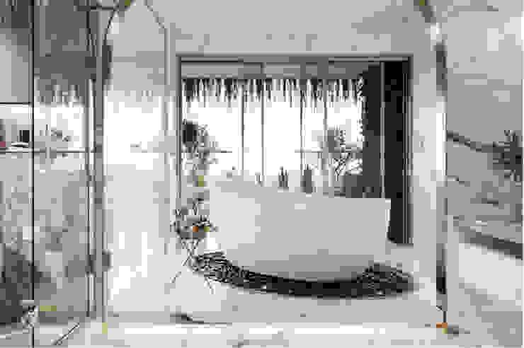 THIẾT KẾ NỘI THẤT BIỆT THỰ ĐÔI Ở BÌNH DƯƠNG – SANG TRỌNG VÀ ĐẲNG CẤP Phòng tắm phong cách kinh điển bởi Neo Classic Interior Design Kinh điển