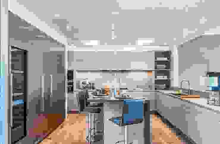 Maria & Dias Lda Industrial style kitchen