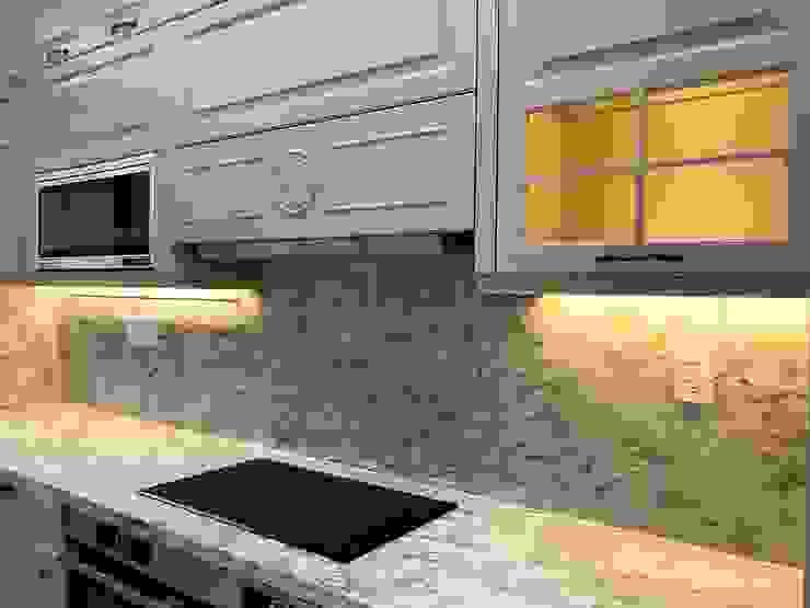 Khu vực nấu với máy hút cùng bếp âm Nội thất Thành Nam KitchenCabinets & shelves Gỗ Amber/Gold