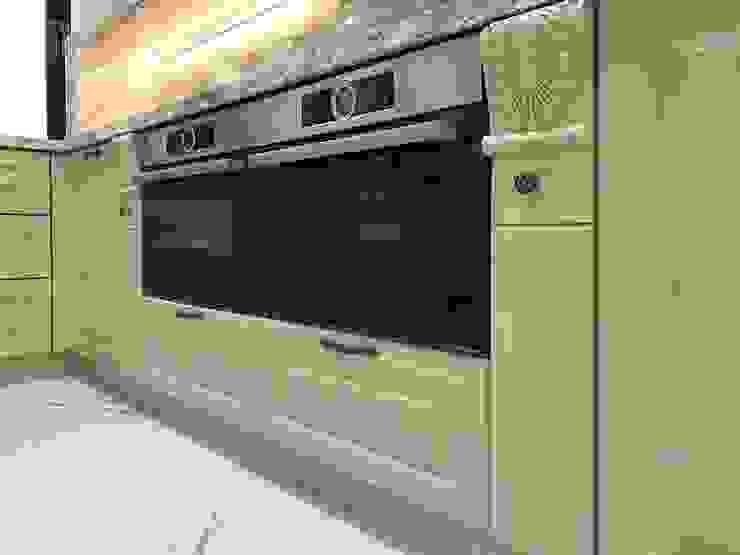 Tủ bếp dưới với hoa văn đẹp được bố trì thiết bị của Bosch. Nội thất Thành Nam KitchenCabinets & shelves Gỗ Amber/Gold