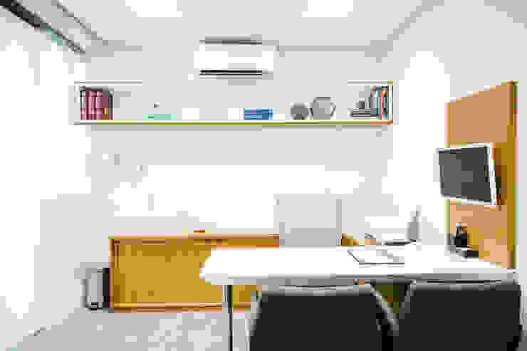 Consultório médico C2HA Arquitetos Clínicas ecléticas