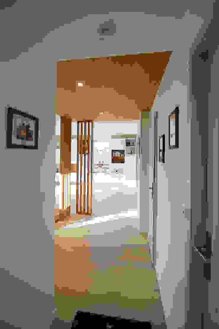 Agence ADI-HOME Koridor & Tangga Modern Kayu Wood effect
