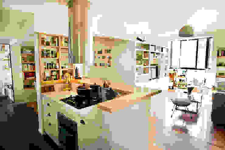 Cocina integrada a Living comedor Livings modernos: Ideas, imágenes y decoración de Ba75 Atelier de Arquitectura Moderno