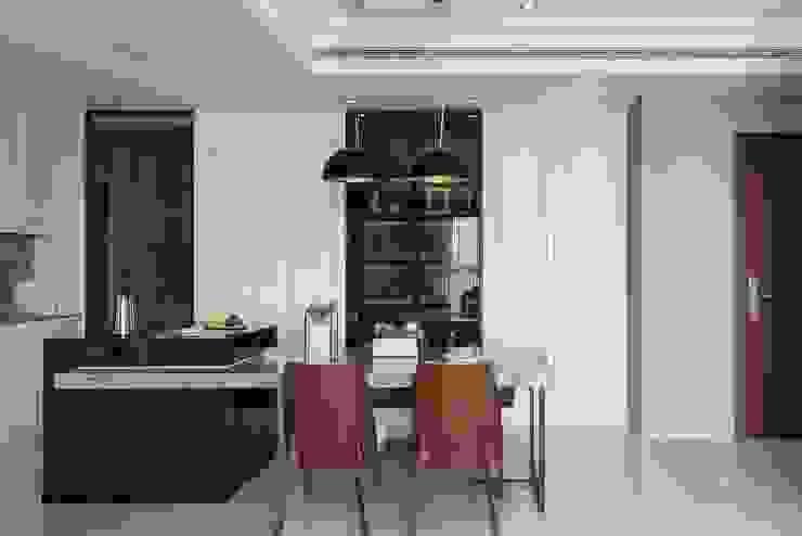 Minimalist dining room by 伏見設計事業有限公司 Minimalist
