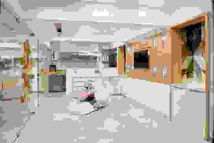 Dental Operatory Area Minimalist hospitals by prarthit shah architects Minimalist Solid Wood Multicolored