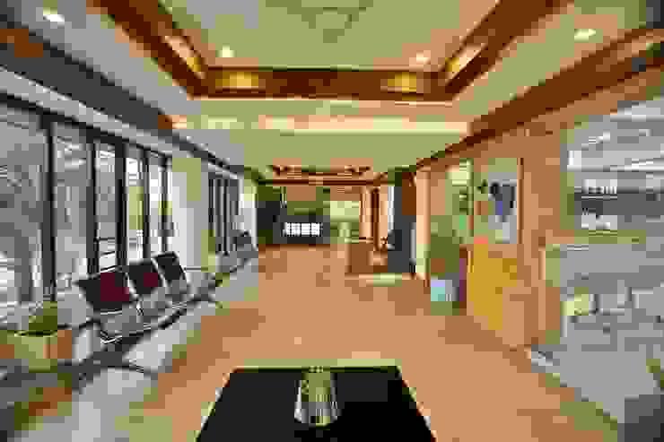 Dental Waiting Area Minimalist hospitals by prarthit shah architects Minimalist Tiles
