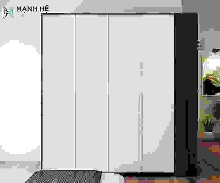 Tủ quần áo bằng gỗ công nghiệp được thiết kế cao, 4 cánh tủ thon gọn toát lên nét đẹp nhẹ nhàng Phòng ngủ phong cách hiện đại bởi Công ty TNHH Nội Thất Mạnh Hệ Hiện đại