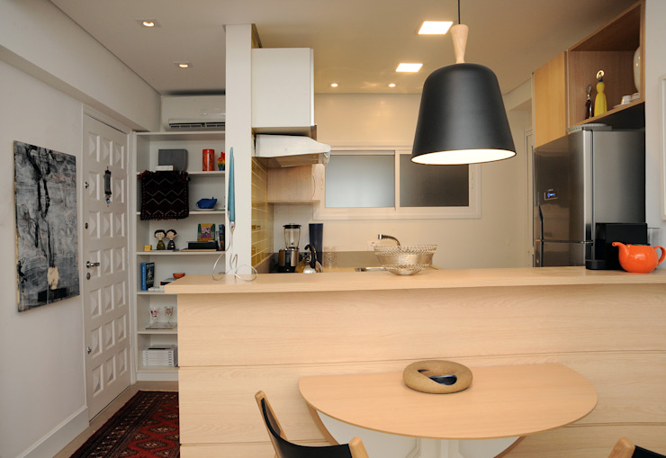 Enzo Sobocinski Arquitetura & Interiores Modern dining room Engineered Wood Yellow