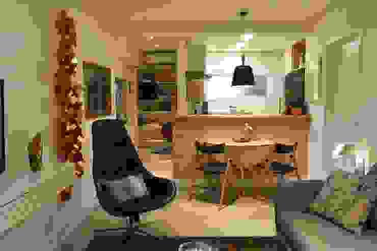 Apartamento de Publicitário Salas de estar modernas por Enzo Sobocinski Arquitetura & Interiores Moderno Derivados de madeira Transparente