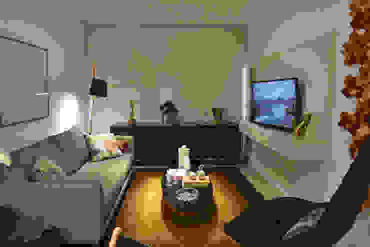 Enzo Sobocinski Arquitetura & Interiores Modern living room Engineered Wood Yellow
