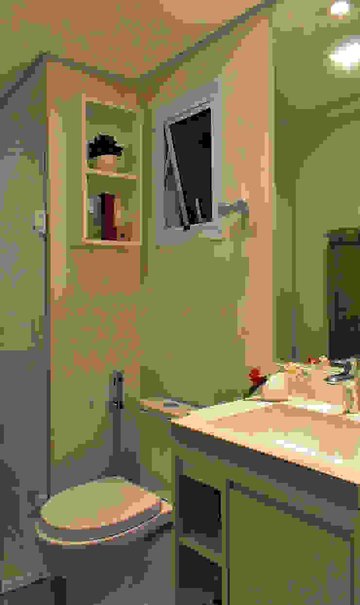 Apartamento de Publicitário Estrangeiro Banheiros modernos por Enzo Sobocinski Arquitetura & Interiores Moderno Azulejo