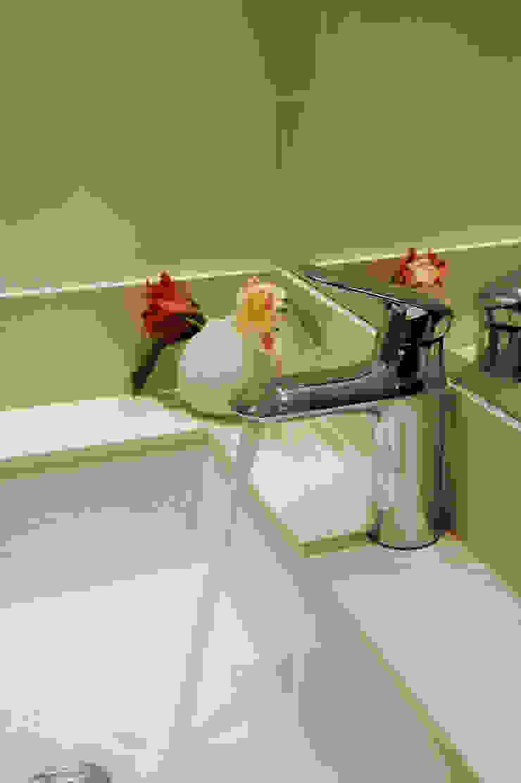 Enzo Sobocinski Arquitetura & Interiores Modern bathroom Engineered Wood Green