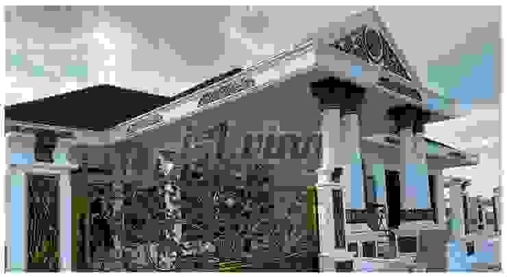 """Rumah Klasik Pekanbaru """"White Gold"""" Oleh INTERIAU LIVING Klasik"""
