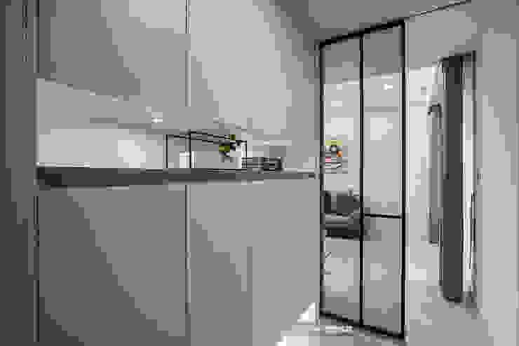 玄關 現代風玄關、走廊與階梯 根據 欣和室內裝修有限公司 現代風