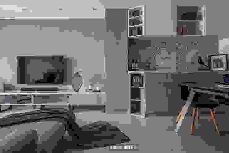 客餐廳 现代客厅設計點子、靈感 & 圖片 根據 欣和室內裝修有限公司 現代風