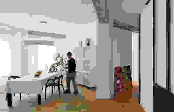 Sala da pranzo moderna di DonateCaballero Arquitectos Moderno