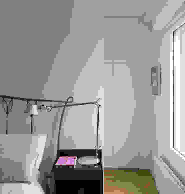 Camera da letto moderna di DonateCaballero Arquitectos Moderno