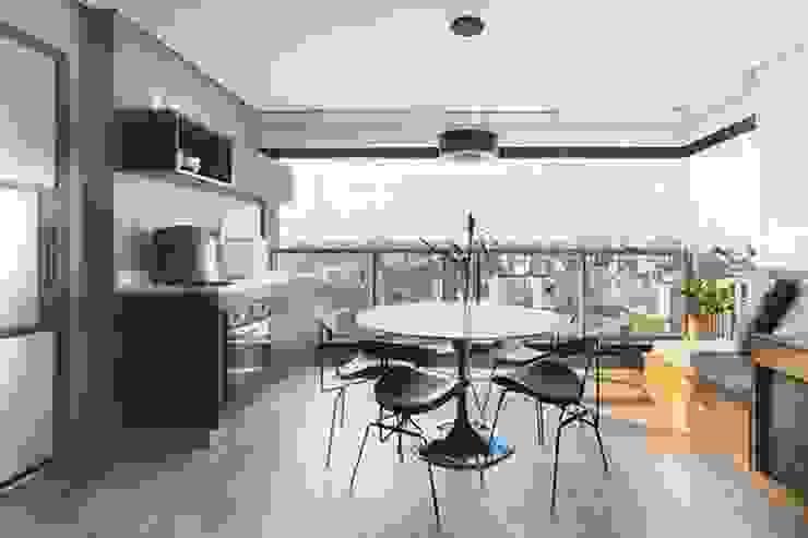 INÁ Arquitetura ComedorSillas y banquetas