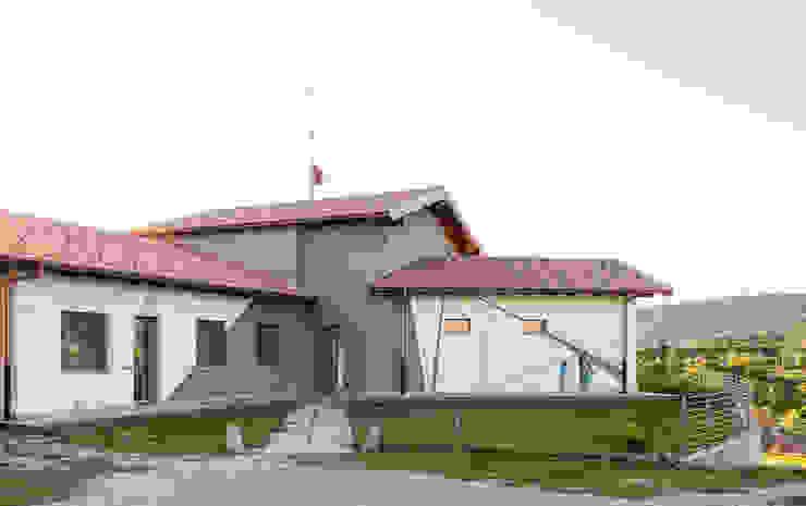 Casa G+L Case moderne di Fei Studio Moderno