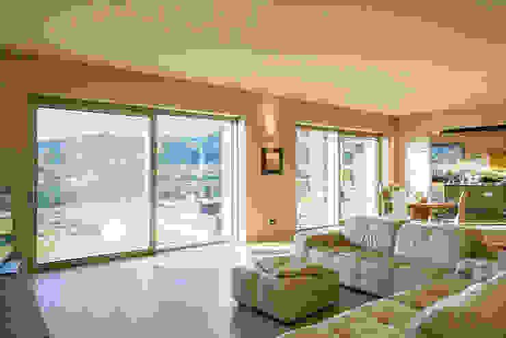 Casa G+L Soggiorno moderno di Fei Studio Moderno