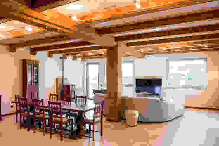 Casa G+L Soggiorno in stile rustico di Fei Studio Rustico Legno Effetto legno