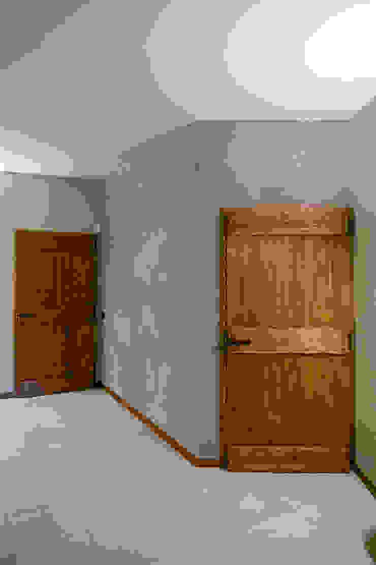 Casa G+L di Fei Studio Rustico Legno Effetto legno