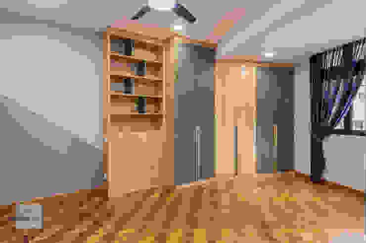 Warm Elegance Meter Square Pte Ltd Modern style bedroom Solid Wood Wood effect