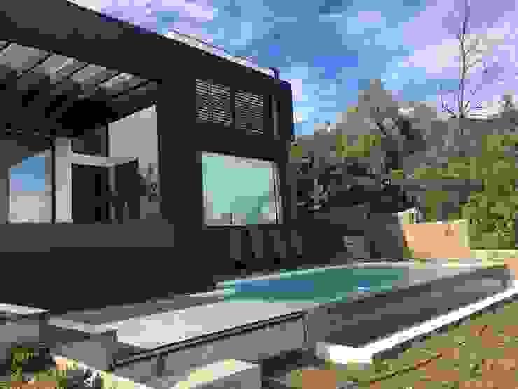 Vivienda habitacional Quinchamali Jardines de estilo mediterráneo de Wandersleben Chiang Soc. de Arquitectos Ltda. Mediterráneo