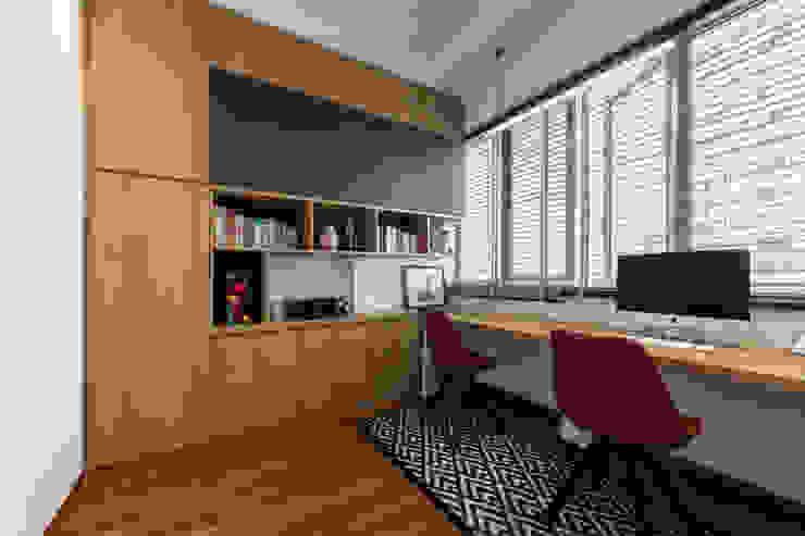 Meter Square Pte Ltd Scandinavian style study/office Wood Brown