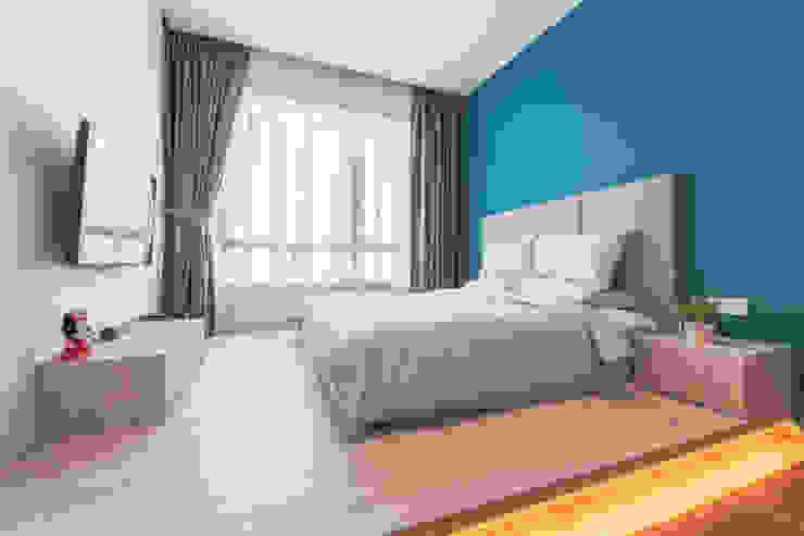 Scandinavian Luxury Meter Square Pte Ltd Scandinavian style bedroom Wood Multicolored