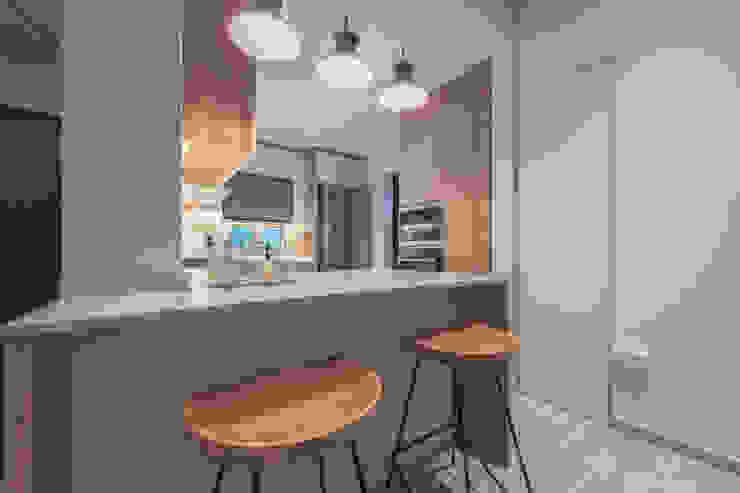 Scandinavian Luxury Meter Square Pte Ltd Scandinavian style kitchen Wood White