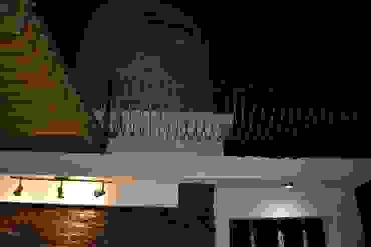 MSG Architecture SA DE CV Minimalistischer Balkon, Veranda & Terrasse Metall Metallic/Silber