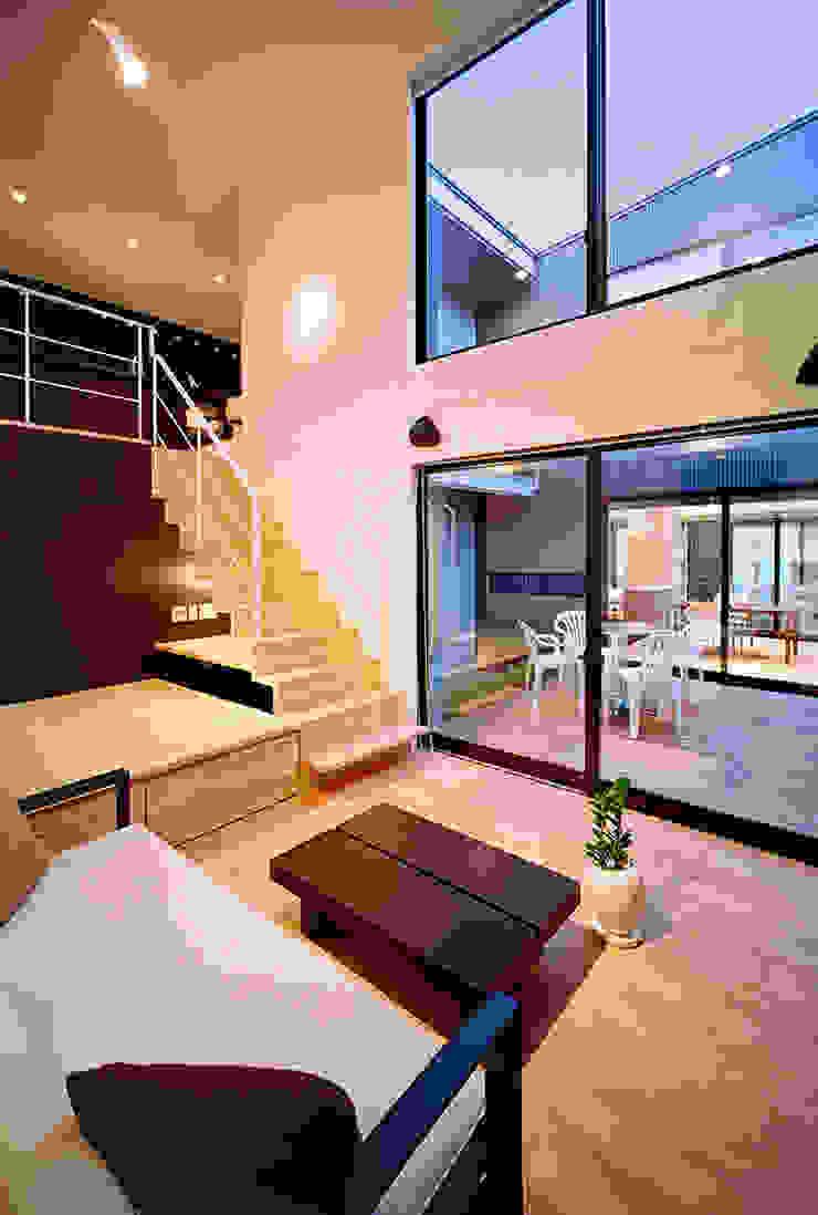 リビング モダンデザインの リビング の 有限会社笹野空間設計 モダン