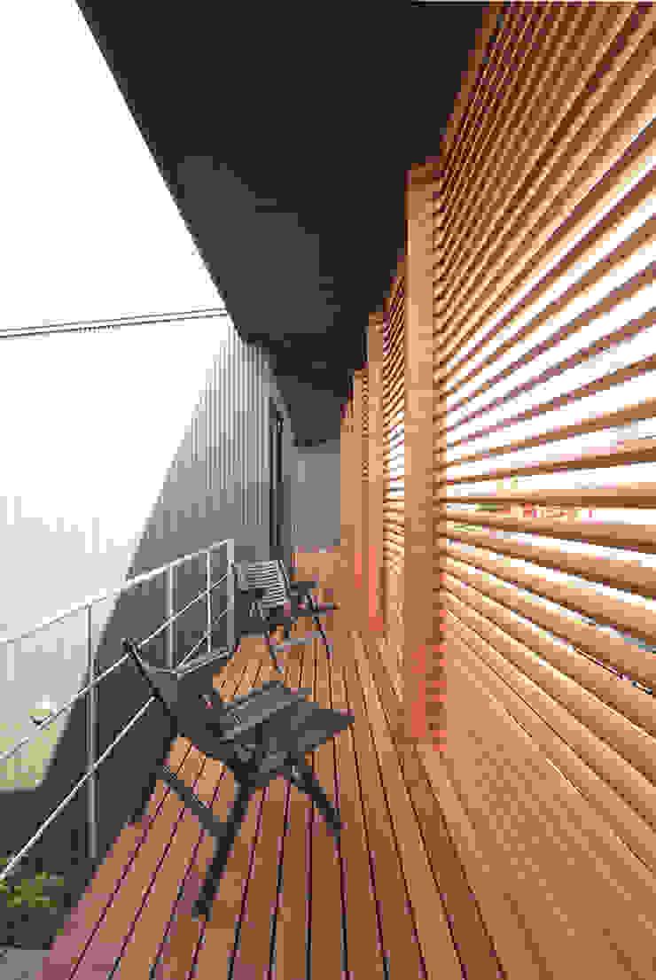 南バルコニー モダンデザインの テラス の 有限会社笹野空間設計 モダン