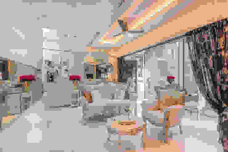 Project : 15A Toh Tuck Road #05-xx (condo) Classic style living room by E modern Interior Design Classic Ceramic