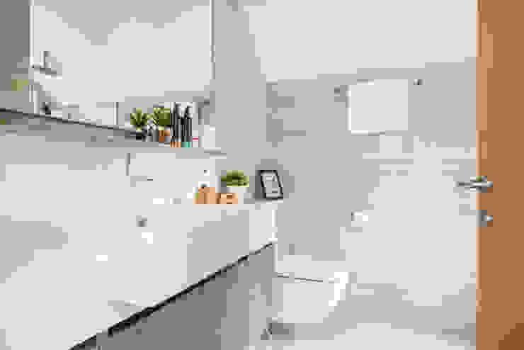 Project : 15A Toh Tuck Road #05-xx (condo) Modern bathroom by E modern Interior Design Modern Ceramic