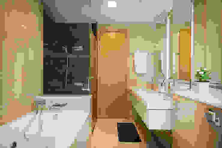 Project : 27 grange road Asian style bathroom by E modern Interior Design Asian