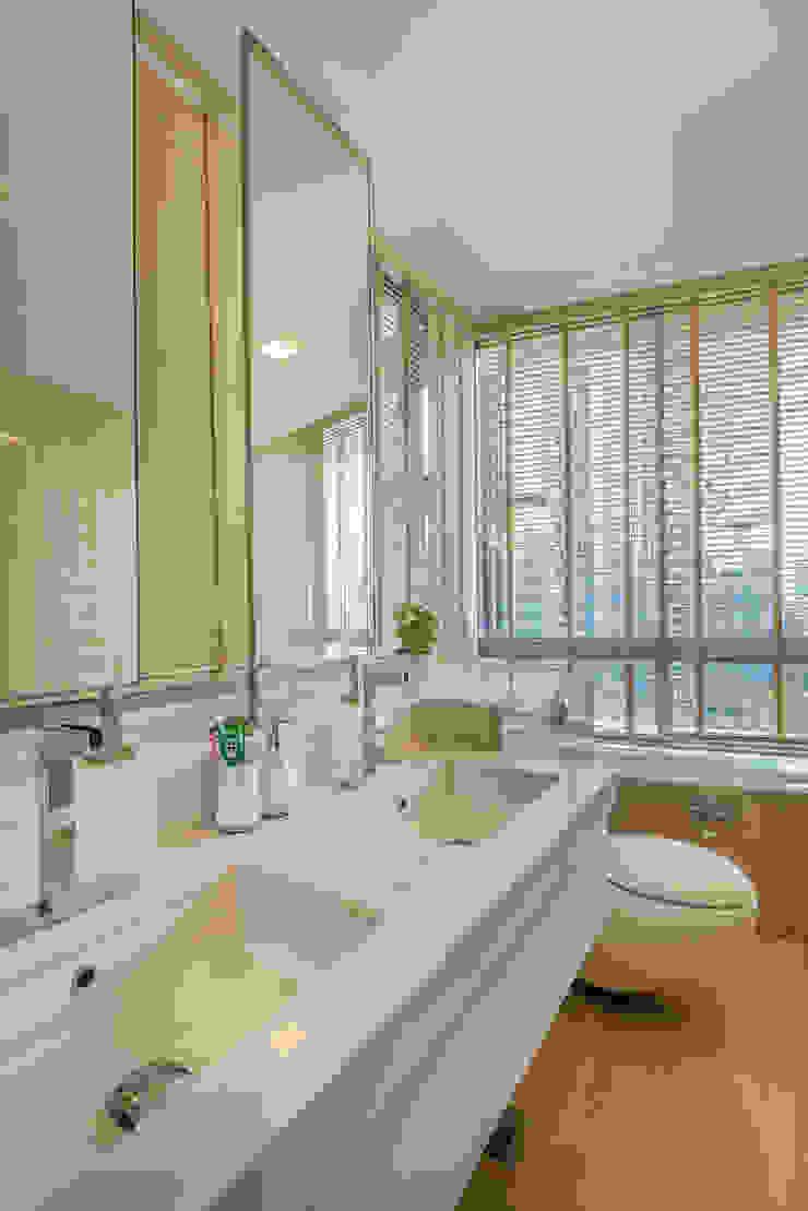 Project : 27 grange road Modern bathroom by E modern Interior Design Modern