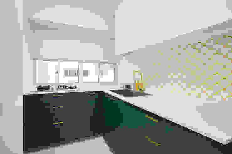 Modern comtemporary Modern kitchen by Meter Square Pte Ltd Modern Tiles