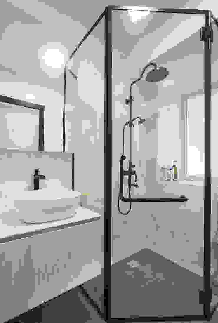 Modern comtemporary Modern bathroom by Meter Square Pte Ltd Modern Tiles